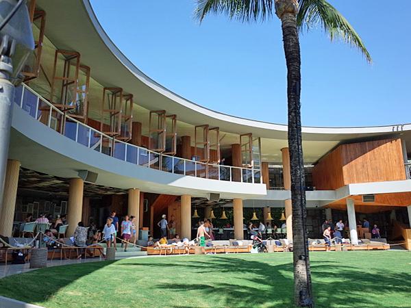 超人気スポットのポテトヘッド・バリは、レストラン、バー、プール、デイベッドがそろうエリア最大級のビーチクラブです
